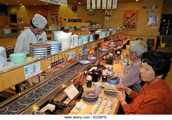 customers-in-japanese-sushi-bar-sendai-japan-b22bpd